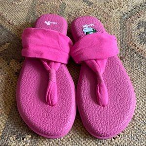 NWOT Sanuk Yoga Sling pink flip flops.
